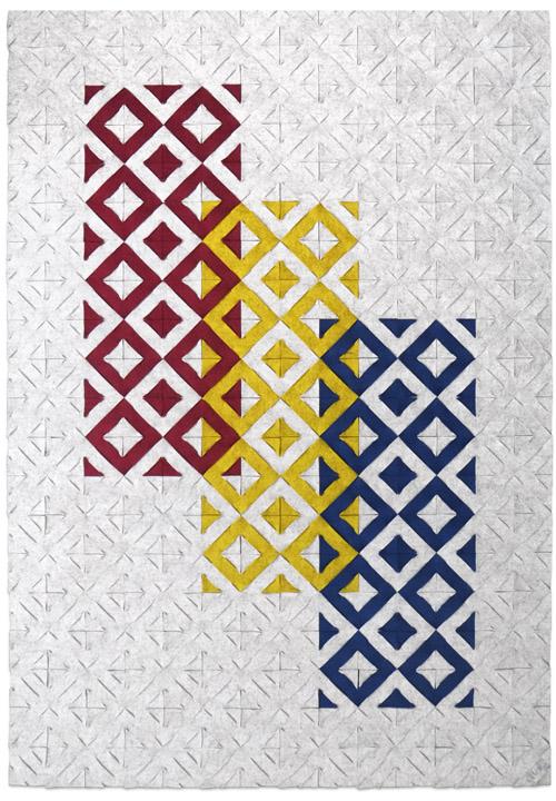 lichtgrijs gecombineerd met vlakken in de primaire kleuren.